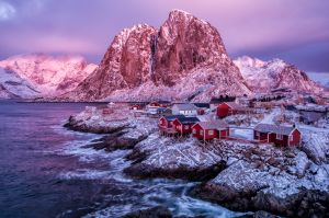 APS Merit - The Glow of an Arctic Dawn at Noon by Kristin Repsher AAPS